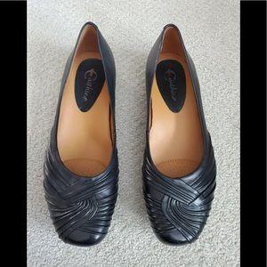 Earthies Vanya Black Leather Flats Size 9